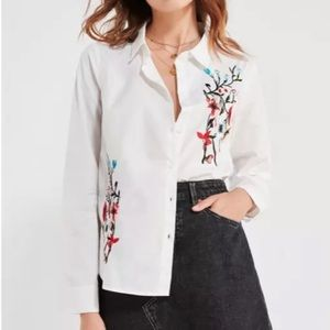 UO BDG White embroidered flowers blouse top shirt